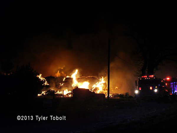 5 Alarm fire destroys Union IL barn at night