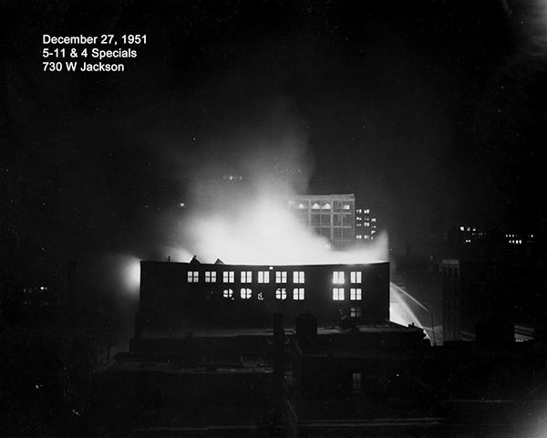 historic fire scene from Chicago in 1952