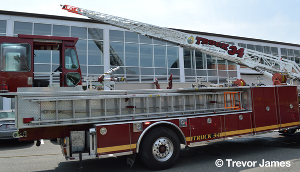 Seagrave  tractor-drawn aerial truck