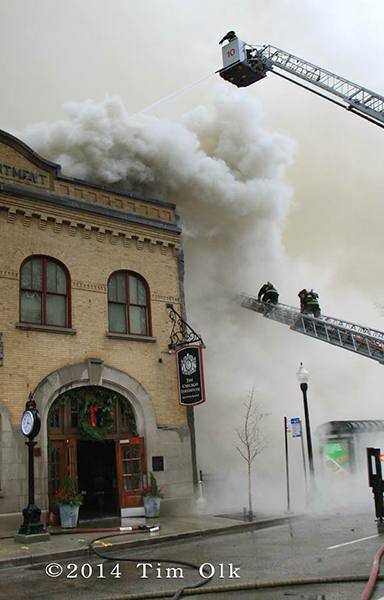former Chicago fire house burns