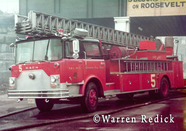 Mack Pirsch fire truck at Chicago fire scene