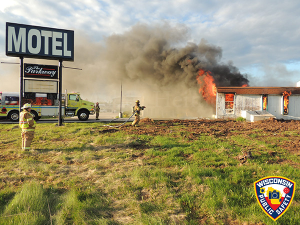 vacant hotel burns in Wisconsin
