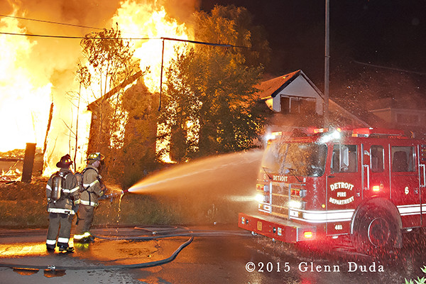 vacant houses burn in Detroit