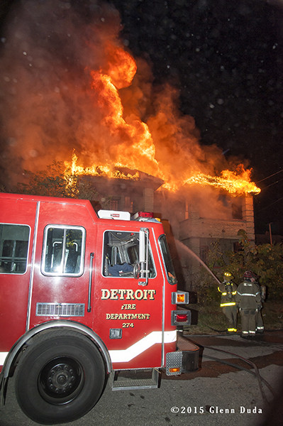 Sutphen tower in Detroit with heavy fire