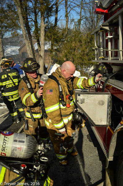 firefighter changes SCBA at fire scene