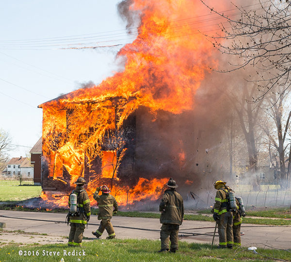 fire destroys Detroit house