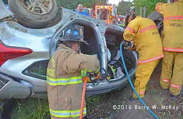 firemen cut driver from car