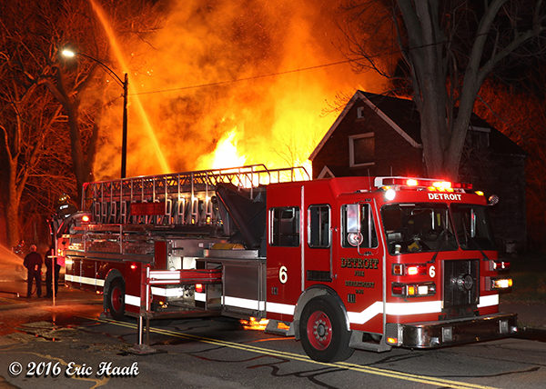 Detroit FD Sutphen tower at night fire