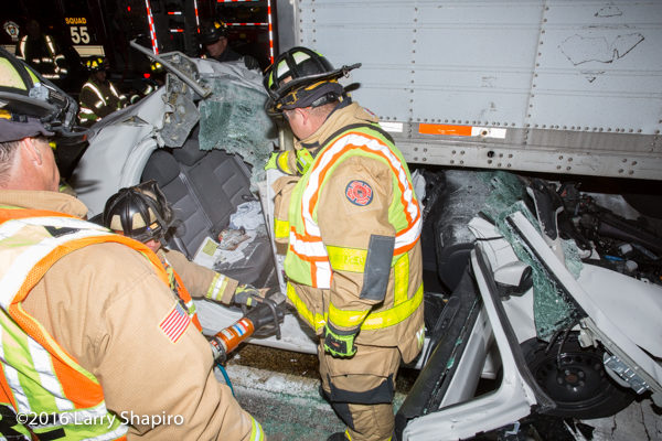 firefighters free trapped driver  from car wreck with Holmatro rescue tools
