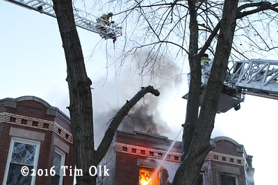 apartment building on fire in Berwyn IL