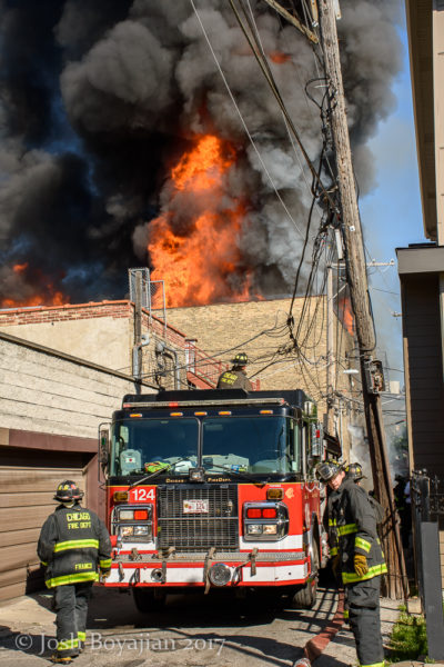 furniture store destroyed by fire in Chicago | FireScenes Net