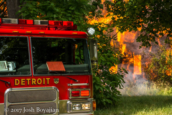 Detroit FD Engine 41 at a fire