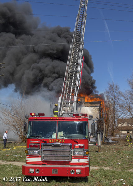 Pierce ladder truck battles fire in Detroit