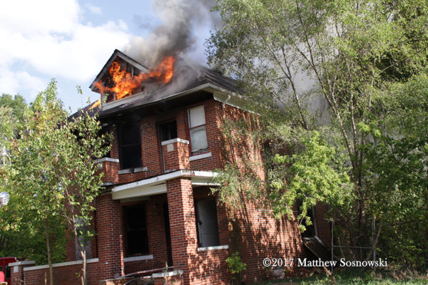 vacant dwelling burns in Detroit