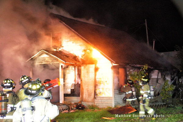 vacant house burns in Flint MI