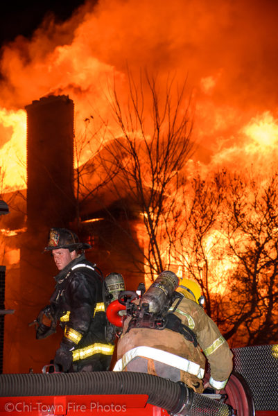 massive fire engulfs vacant house in Detroit