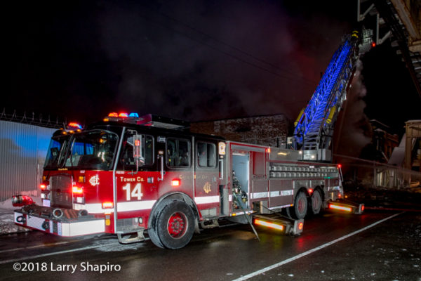 Chicago FD Tower Ladder 14 E-ONE Cyclone II HP100