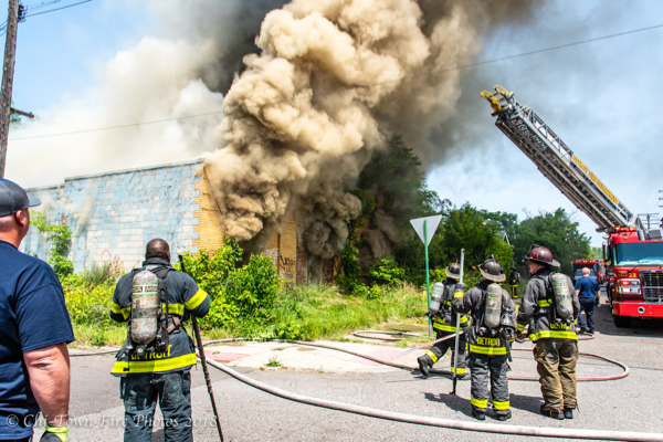 heavy smoke from commercial building fire in Detroit