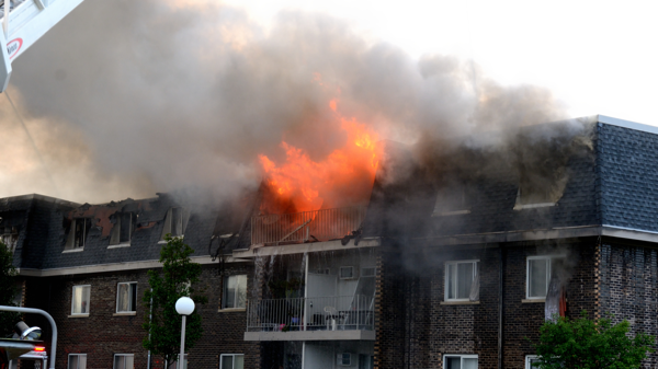 Massive fire destroys 3 apartment buildings