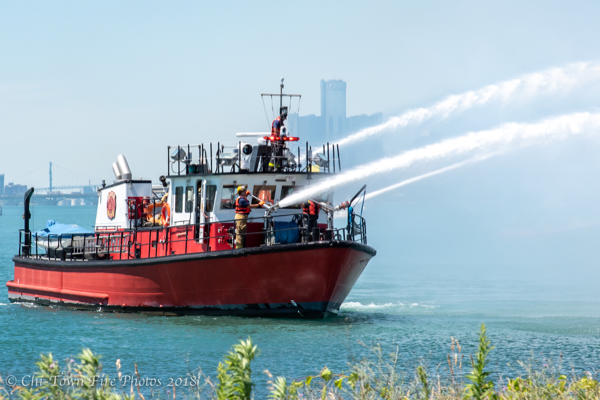 Detroit FD Fire Boat 1 - Engine 16