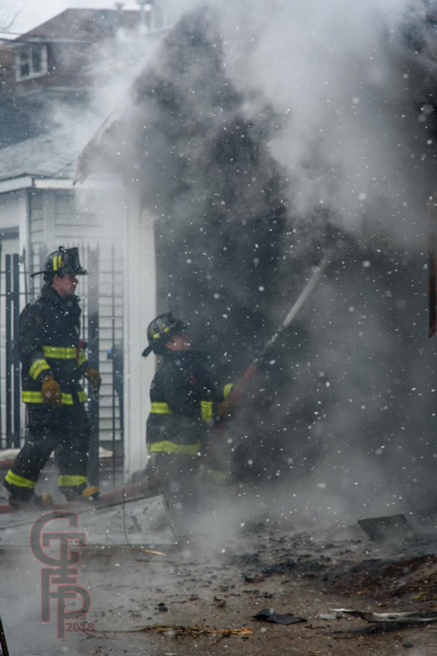 Firefighters battle alley garage fire in Chicago
