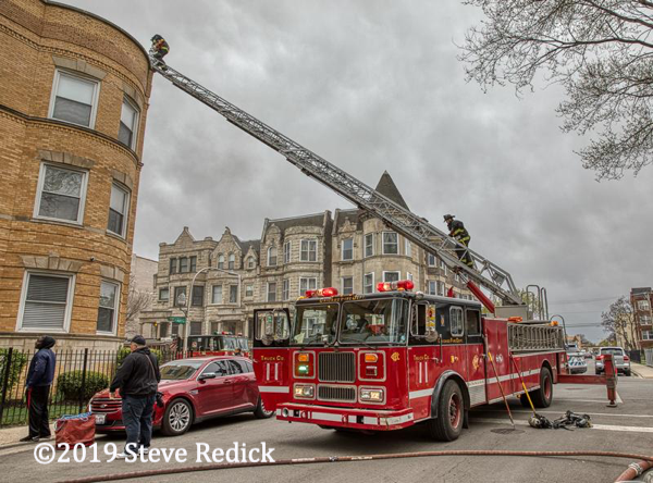 Chicago FD Seagrave aerial at work-edit