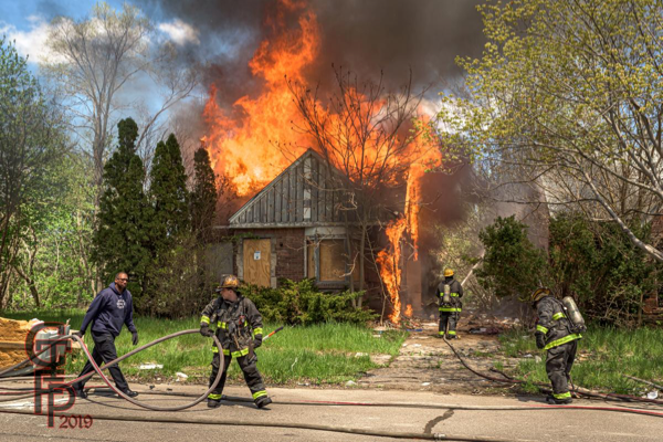 Detroits firefighters with a vacant dwelling going throughout