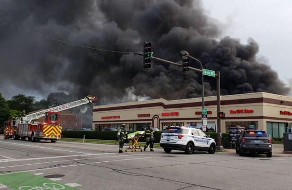 heavy smoke from commercial building fire in Evanston IL