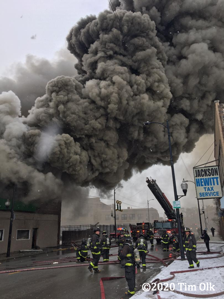 massive smoke from commercial fire in Chicago